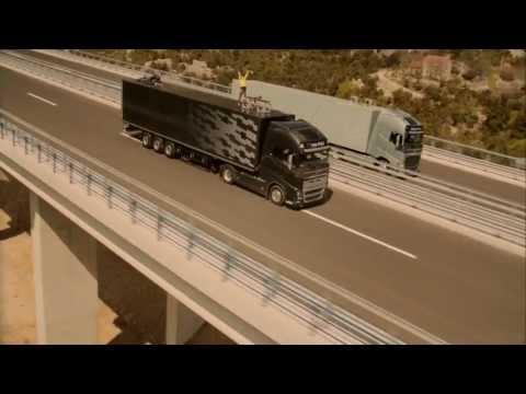 Går på lina mellan två lastbilar – Volvo FH reklamstunt