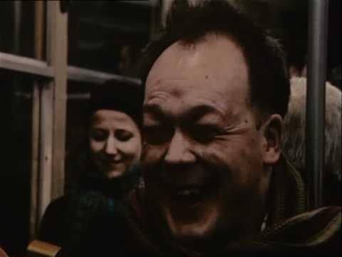 Man som skrattar i tunnelbanan (video)
