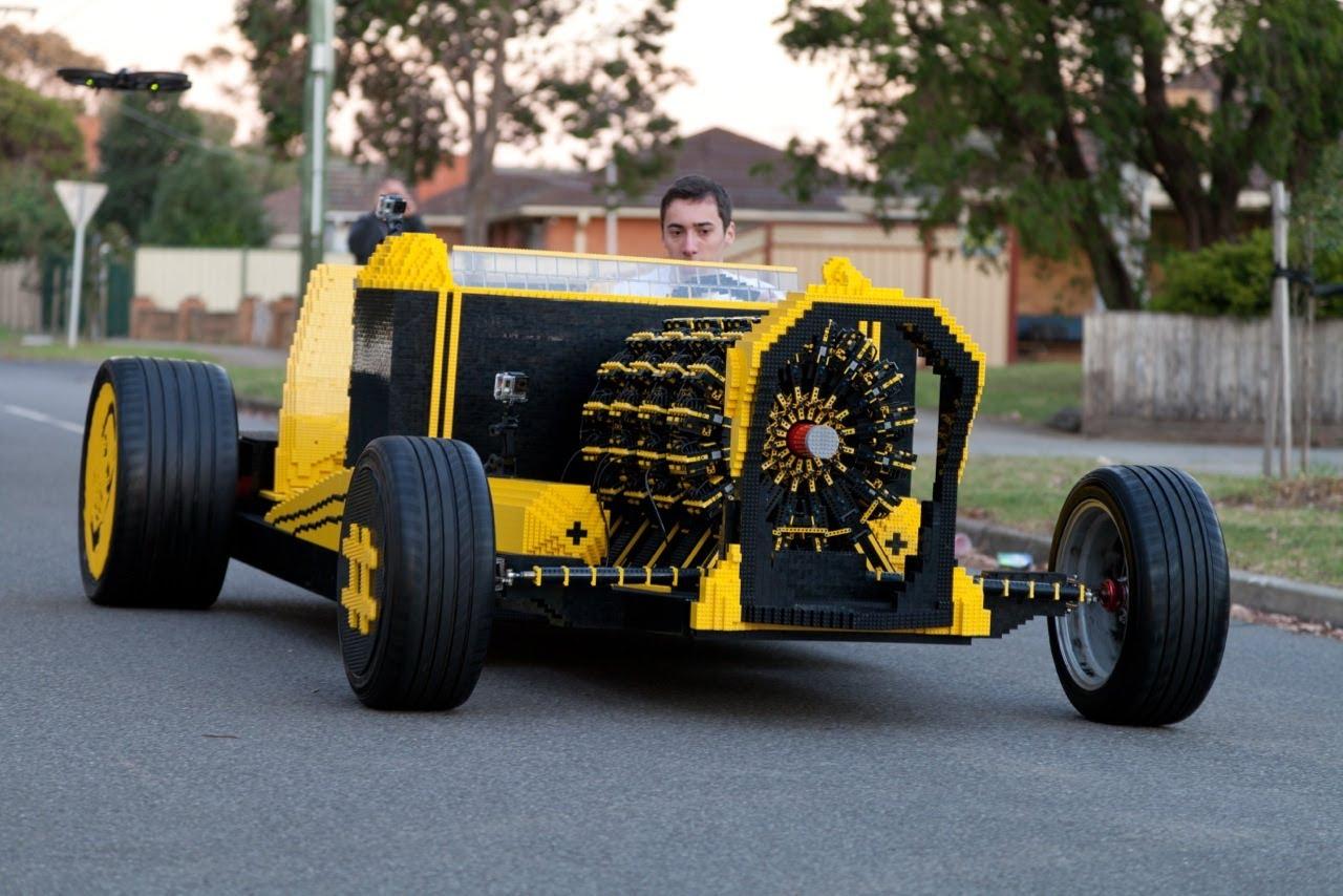Riktig bil byggd av LEGO (video)