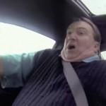 Testkörning av bil, där bilhandlaren får sitt livs åktur