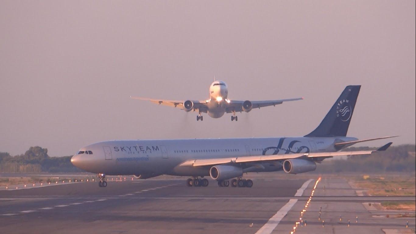 Två flygplan nära att krocka i Barcelona igår (video)