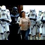 Darth Vader och stormtrooper-armé överraskar flanörer - Dolda kameran