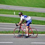 Olagligt att cykla på vägen när det finns cykelbana bredvid!