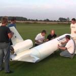 Killar bygger en SAS DC-10 i skala 1:10