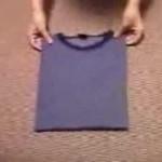 Hur man viker en T-shirt på 2 sekunder!