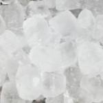 Varför är det hål i iskuberna på flygplan?